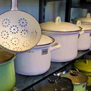 Wir kochen mit RIESS-Emailgeschirr - und verkaufen es auch