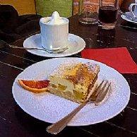 Obstkuchen und Kaffee